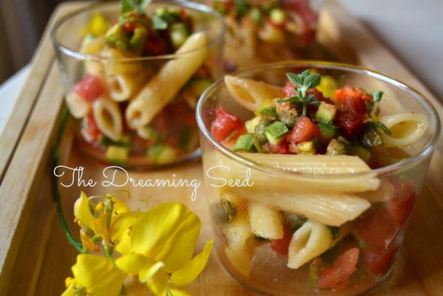 il pesce c'è ma non si vede: insalata di pasta con crudità estive e bottarga