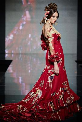 vestido de sevillana con cola