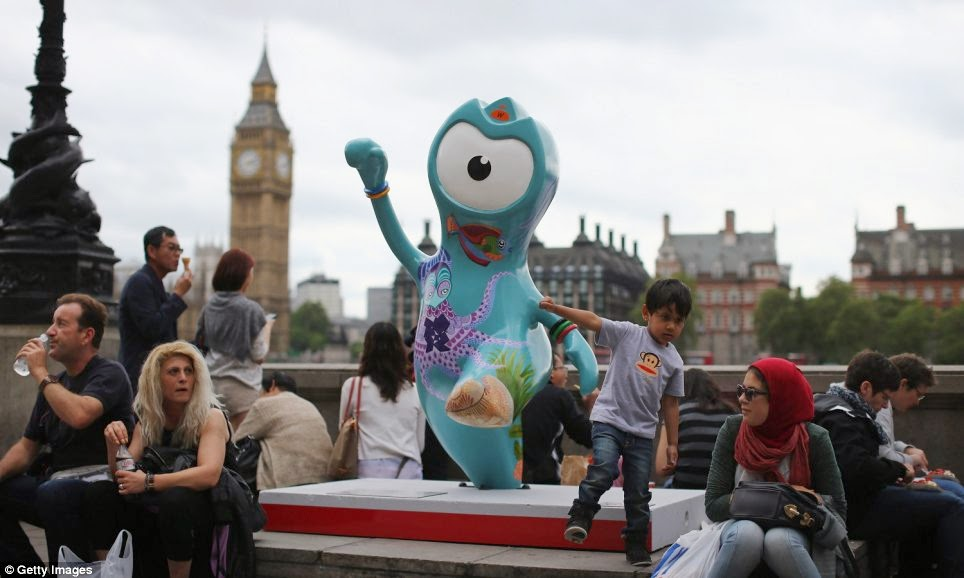 Wenlock statue in front of Big Ben London