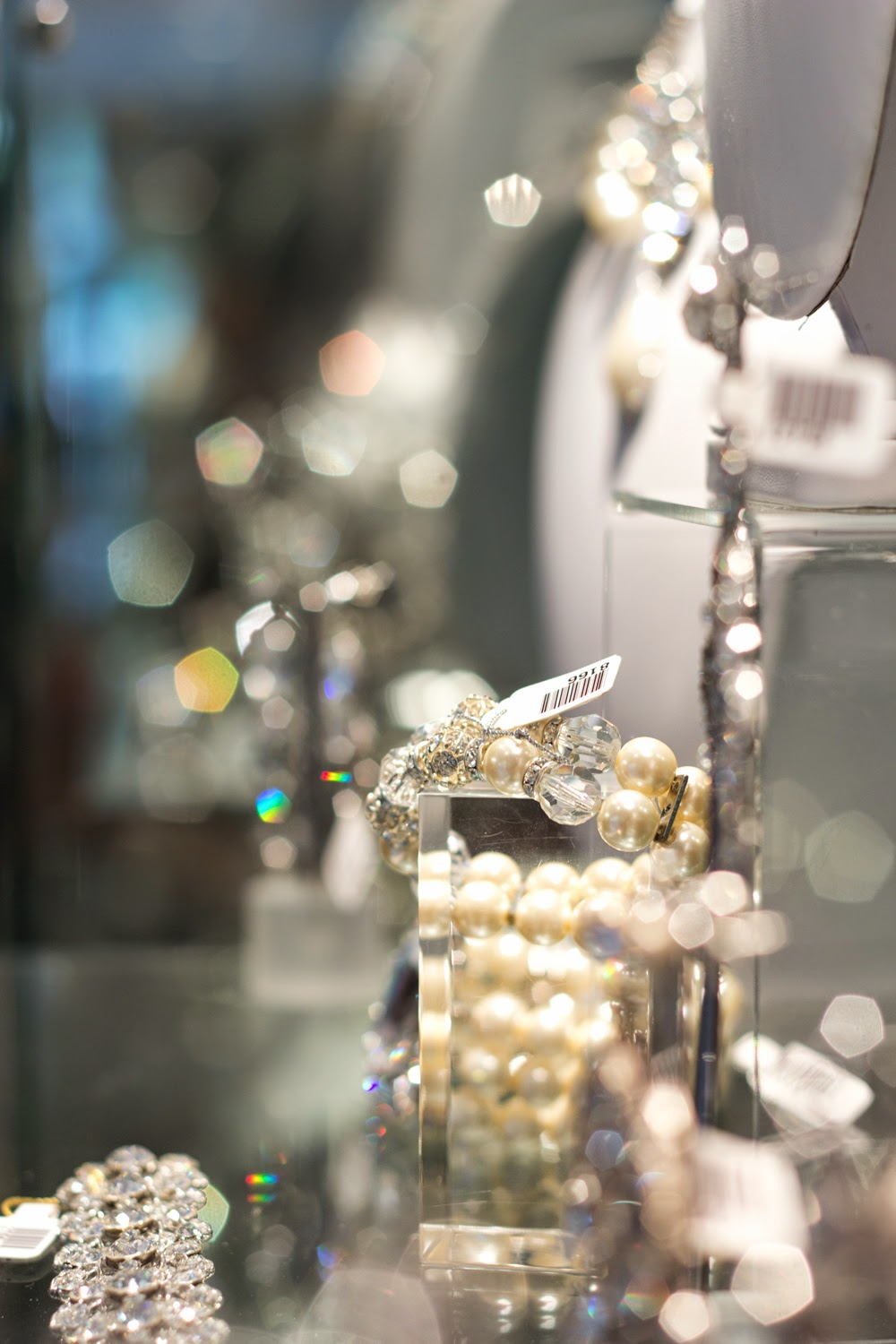 artemis-pop-up-jewellery-store-in-yorkville, statement-accessory-collections