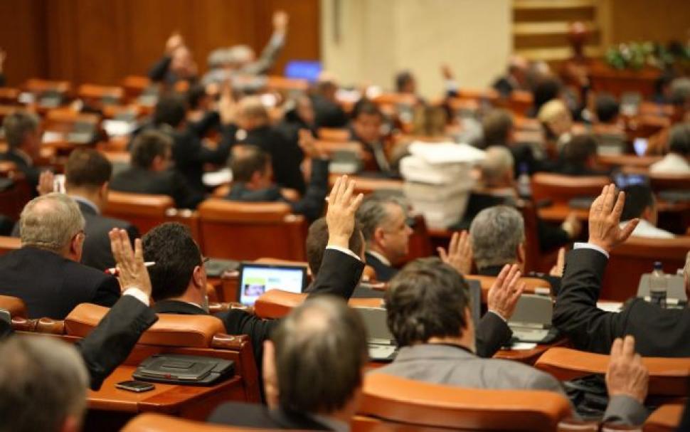 Parlament, parlamenti plusznyugdíj, Románia, speciális nyugdíj, törvényhozók nyugdíja,