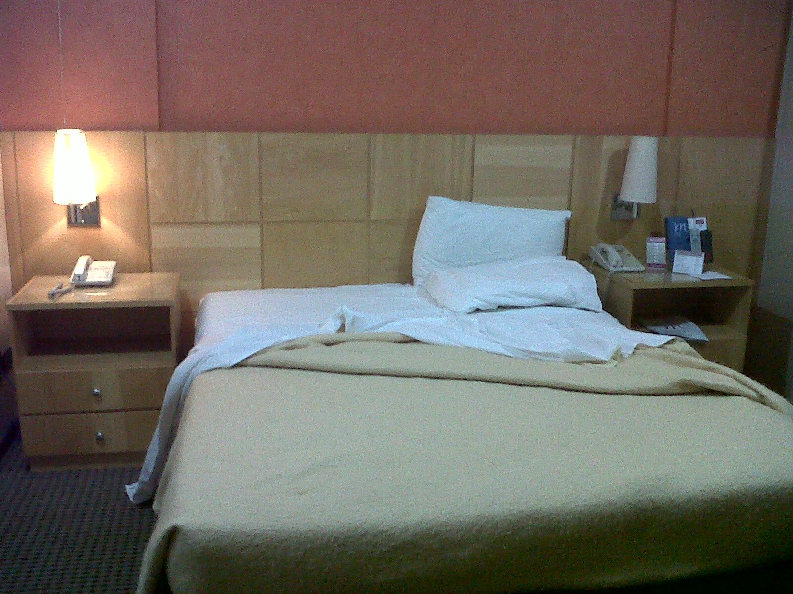 Imagens de #B46317 Essa é a cama que era até bem confortável coberta com o cobertor  1600x1200 px 3028 Box Banheiro Curitiba