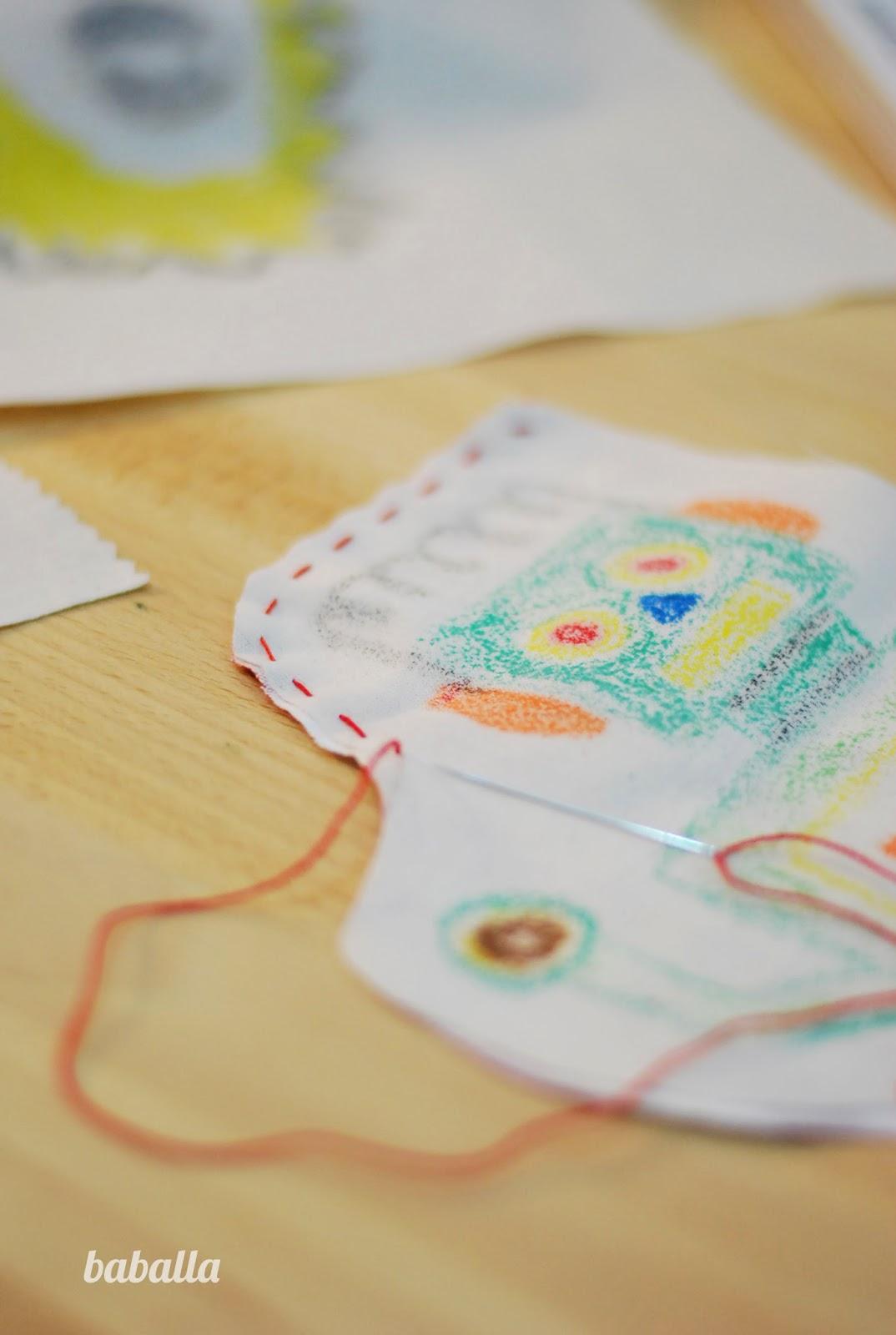 cojín con dibujo de niño