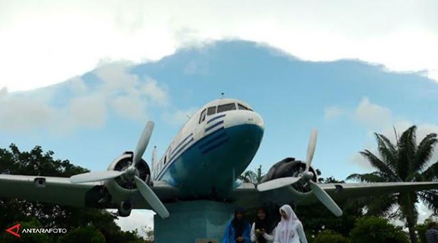 Monumen Pesawat RI 001