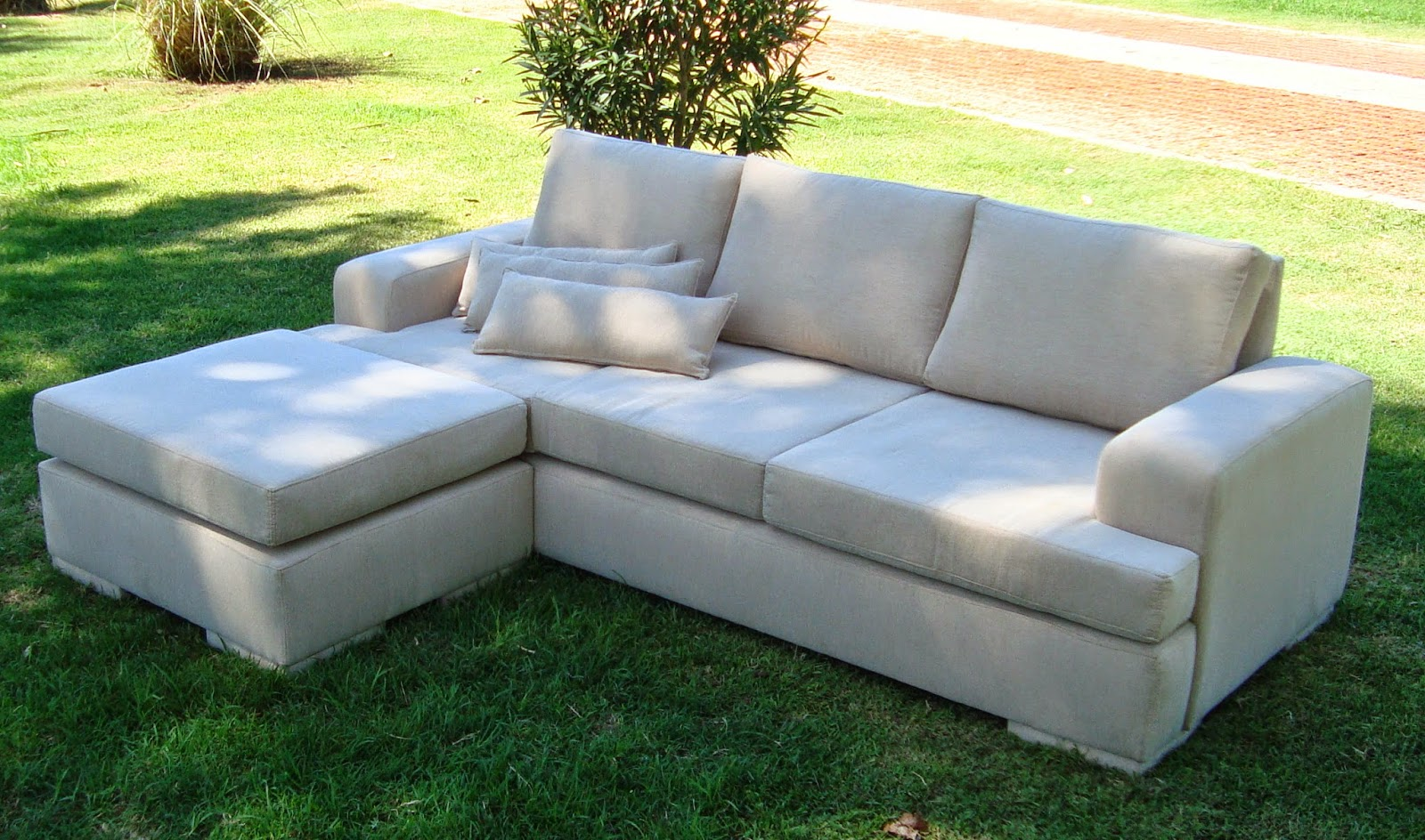 Brancaleone tapizados sofa vermek de 3 cuerpos puff for Sofa cama de 2 cuerpos