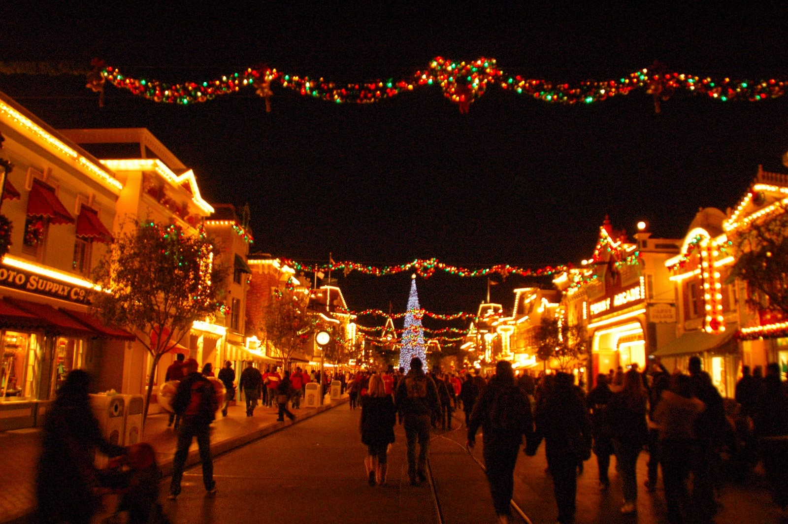 Fresh Angeles: Top 10 Holiday Events for Families in Southern ...
