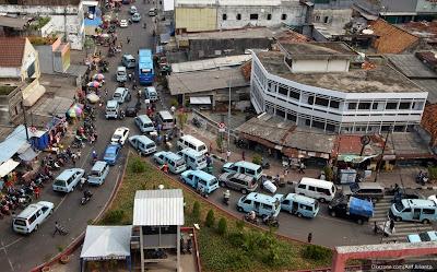 Angkot dan bus kota di sekitar Blok A Tanah Abang Bakal Dikurangi