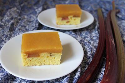 Ciasto z rabarbarem i nutką pomarańczy