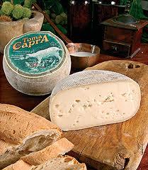 http://www.brododigiuggiola-giulia.com/2013/11/strudel-di-pane-con-verdure-uova-e.html