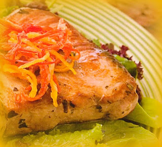 Ensalada de atún con ají limo crocante