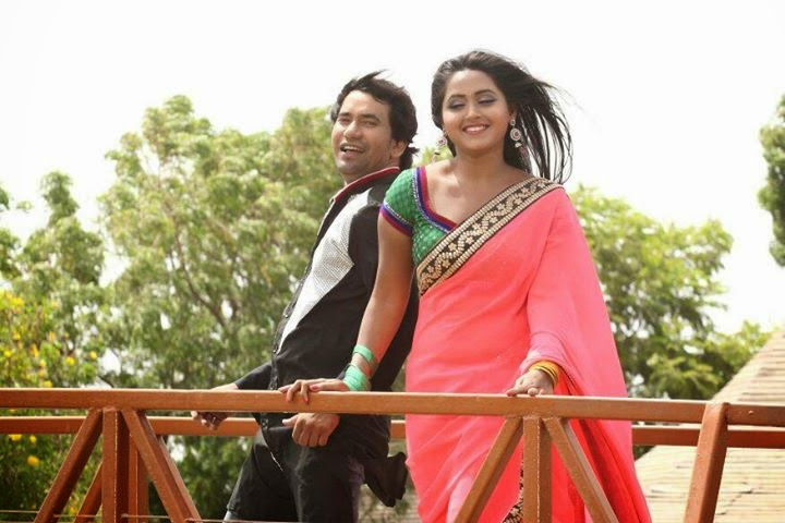 Dinesh lal yadav Nirahua Romance with Kajal Raghwani Bhojpuri film Patna se Pakistan