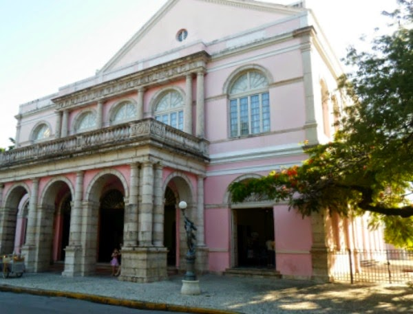 Teatro de Santa Isabel promove visita guiada com Apresentação Cutural