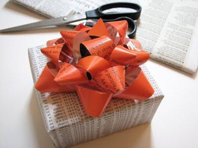 วัสดุใช้แล้วแต่งของขวัญ ของขวัญของที่ระลึกจากวัสดุใช้แล้ว  กระดาษใช้แล้วนำมาทำ
