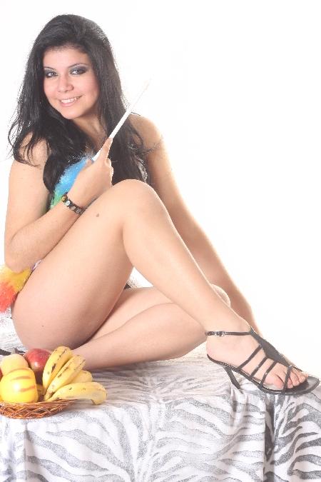 Lourdes Montes luce cuerpazo en bikini sin Fran Rivera