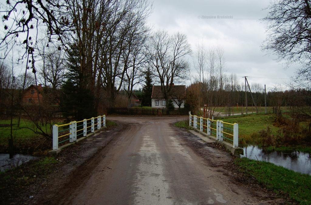 Przez most | <i>Wilk</i>