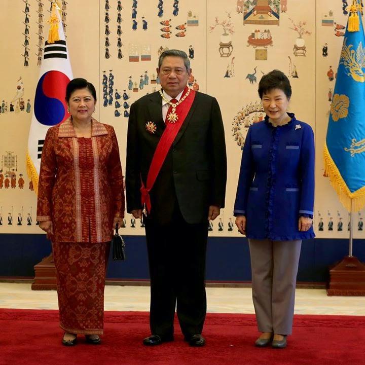 Presiden Korea Selatan Berikan Penghargaan Kepada SBY - Medali The Grand Order of Mugunghwa