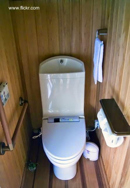 Unidad de inodoro inteligente con lavabo sobre mochila