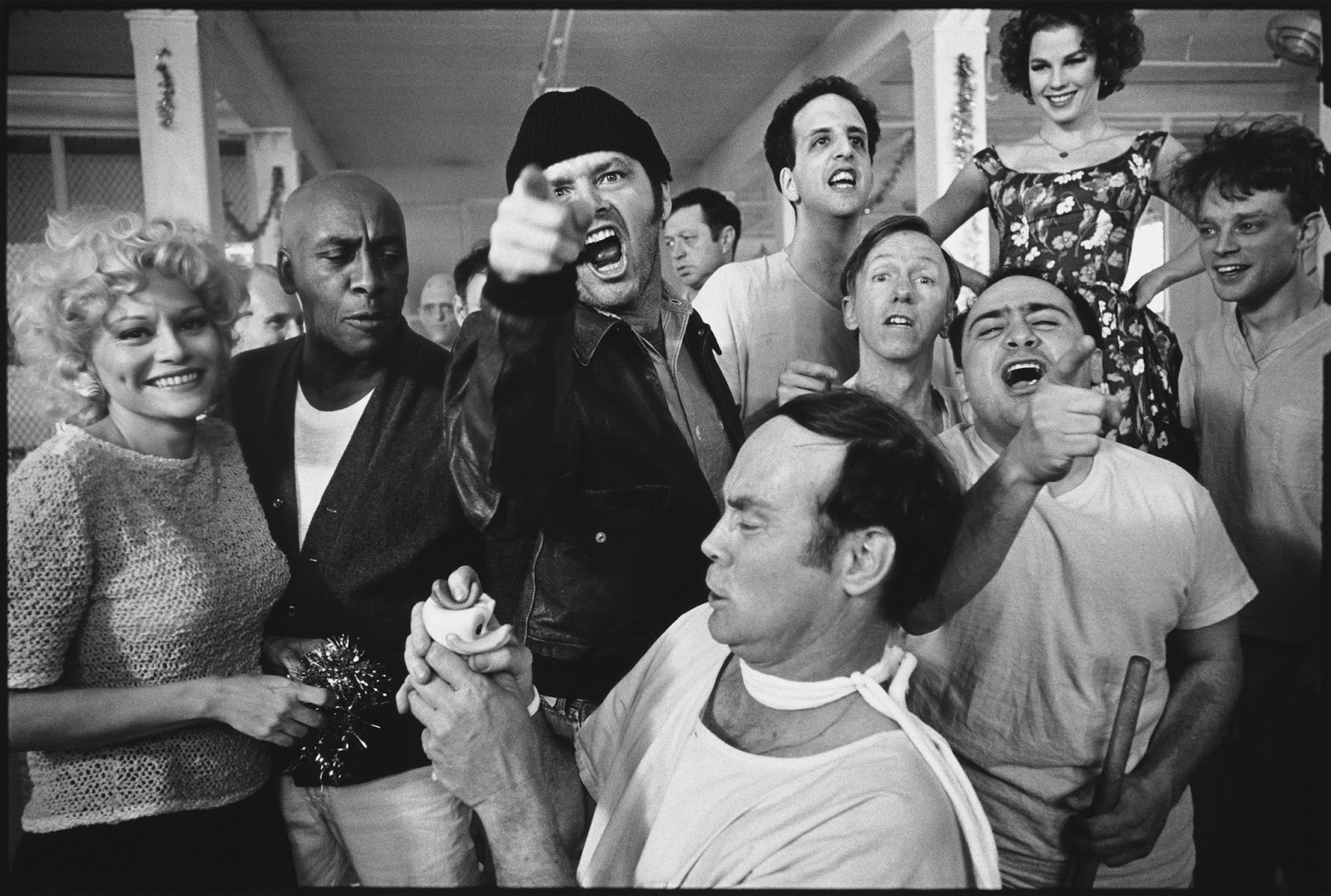 Here, below is a collection of 28 rare and iconic black and white photos of  behind the scenes from One Flew Over the Cuckoo's Nest.
