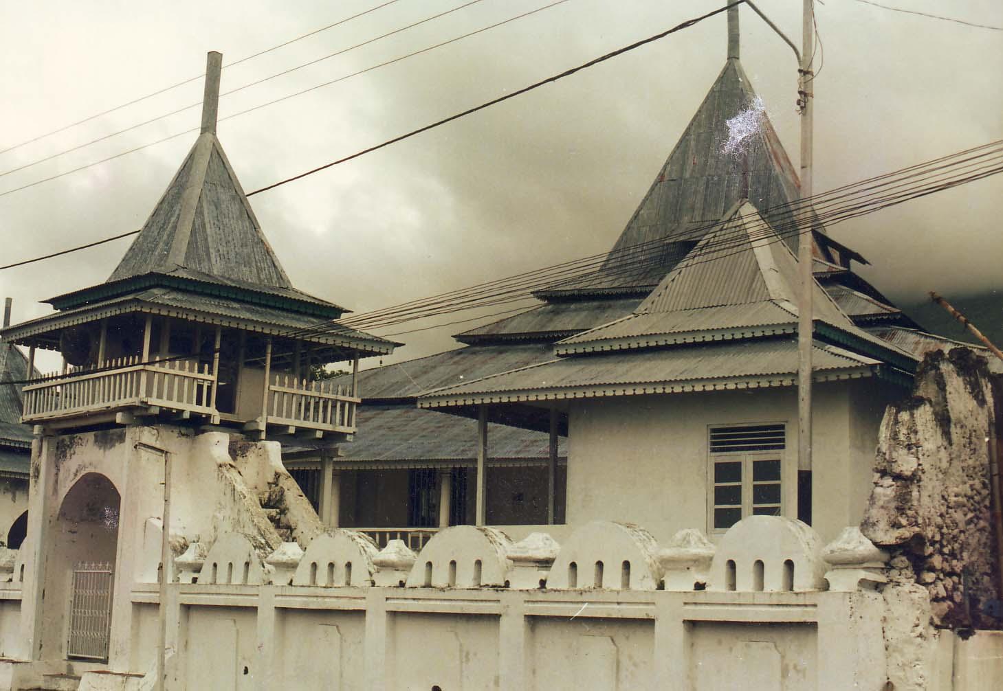 Maldini Ardy : KERAJAAN DAN PENINGGALAN ISLAM DI INDONESIA