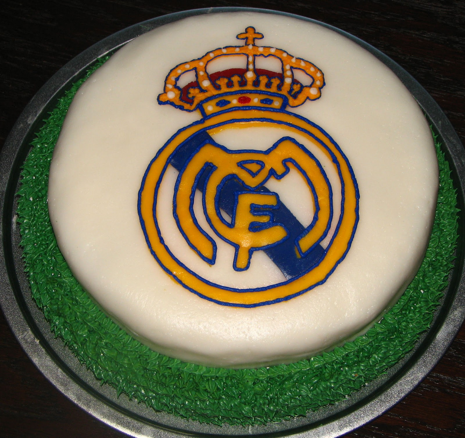 Utopia party decor soccer party decor - Real madrid decorations ...