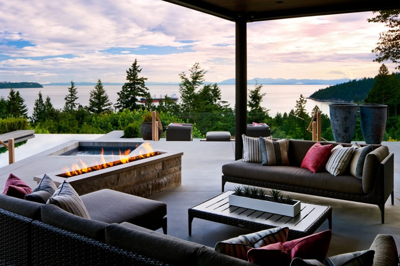 Terrace of Elegant modern house in west Vancouver, Canada