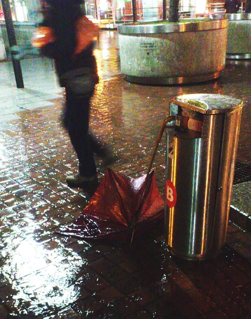 Paisaje urbano, paraguas, chaparrón, lluvia,