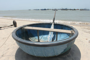 A round shaped boat in Kê Gà