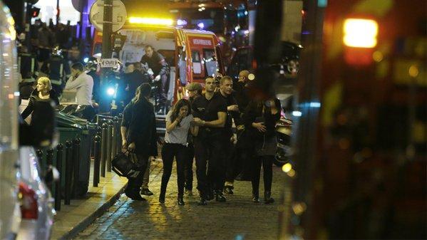 França declara estado de EMERGÊNCIA APÓS ATAQUES EM PARIS