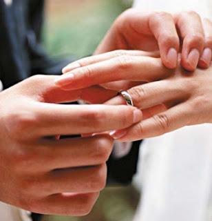 لماذا خاتم الزواج يلبس فى الاصبع الرابع - الخطوبة - الخطبة