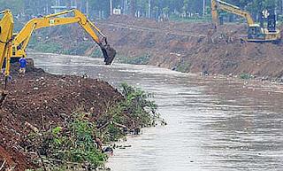 banjir rob atau genangan karena laut pasang telah menjadi penyebab banjir rutin di kawasan Pekalongan Utara di perparah turunnya hujan