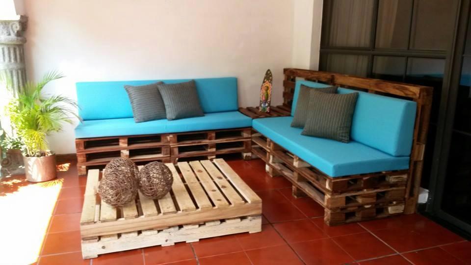 Reciclar reutilizar y reducir decora tu terraza con palets - Aceite para muebles ...