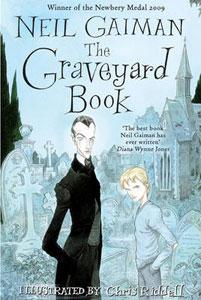 Portada británica para niños de El libro del cementerio, de Neil Gaiman