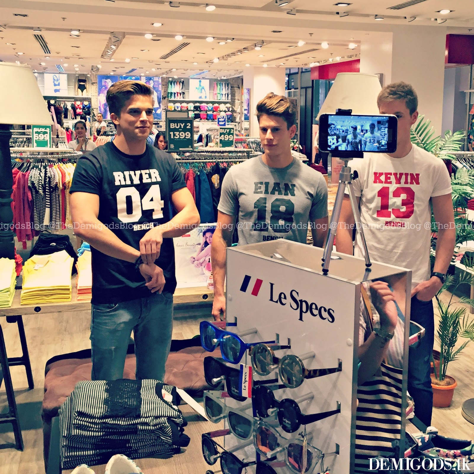 Demigods the bench meet and greet with river viiperi eian scully it felt very random because the three hunks arrived normally and positioned themselves at the center of the store river prepared his camera phone to take a kristyandbryce Gallery