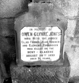 Owen Glynne Jones grave