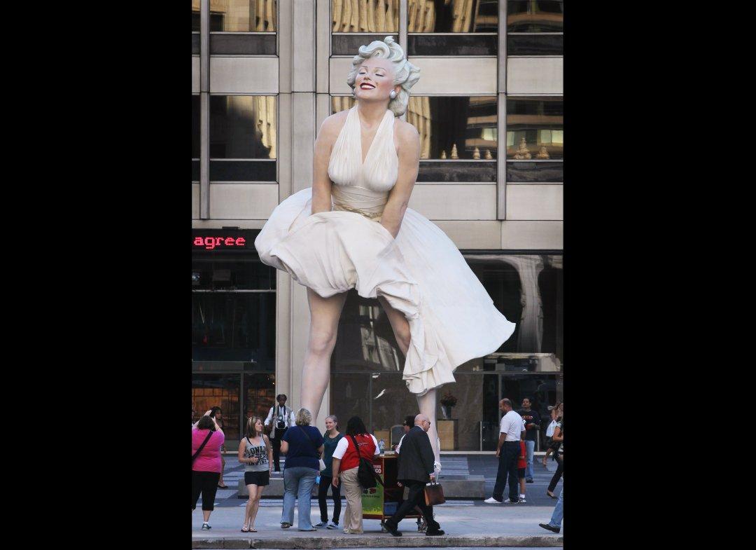 http://2.bp.blogspot.com/-OhZkyjYOvng/T7V-6rAqL2I/AAAAAAAAG9U/9xMfhPYwEz8/s1600/marilyn+statue+1.jpg