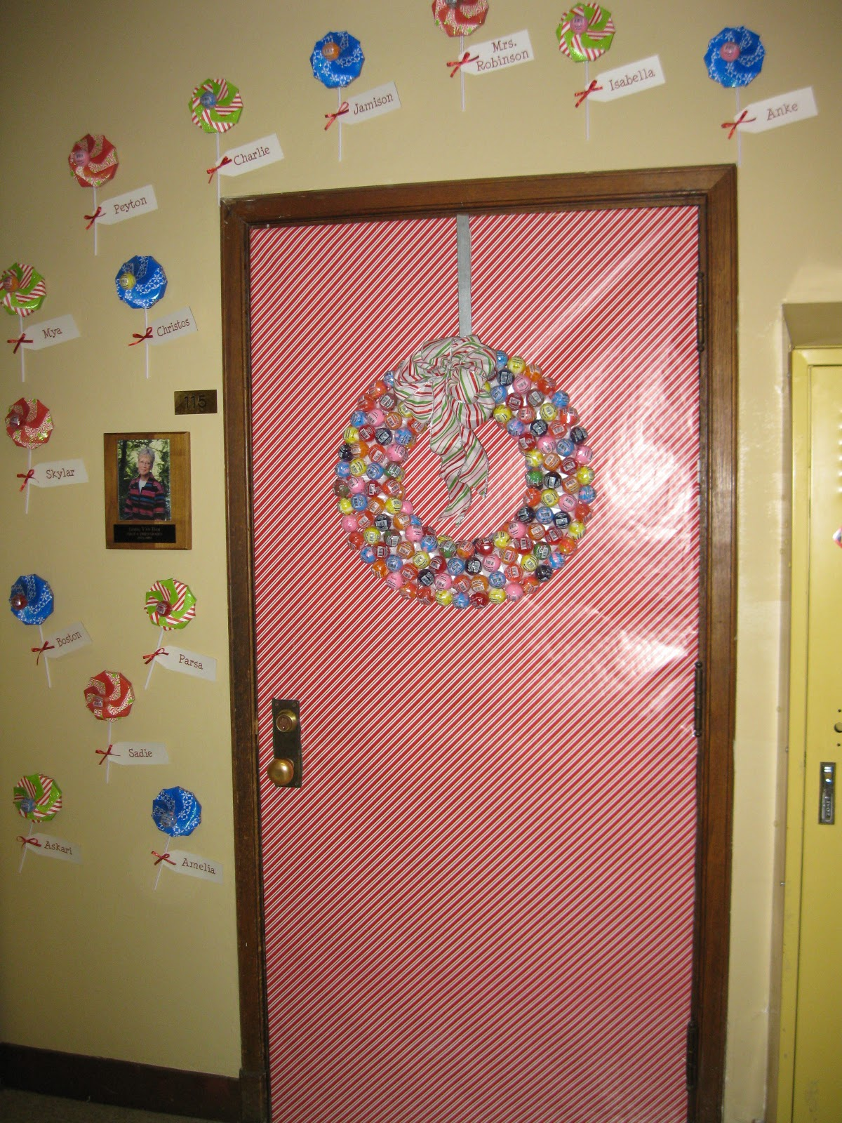 Easy Classroom Decor Ideas ~ Holiday door decorations for classrooms and creative but