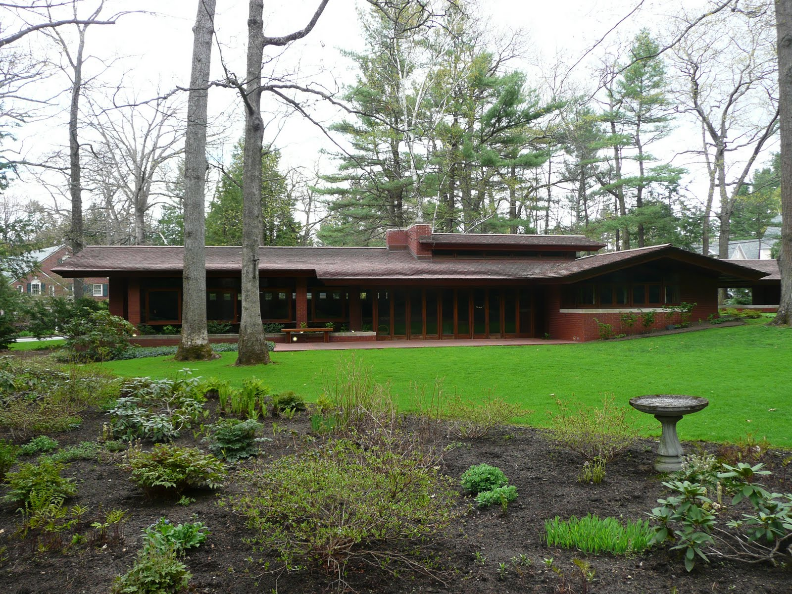 the life and influence of frank lloyd wright - the life of frank lloyd wright before frank lloyd wright was born his mother knew he was going to be a world renowned architect in his nursery, she hung prints of well known cathedrals of europe on the walls.