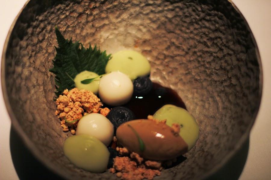 Dessert : Erdnuss Mochi, schwarzes Bohnenpüree,Matcha und Sojaeis