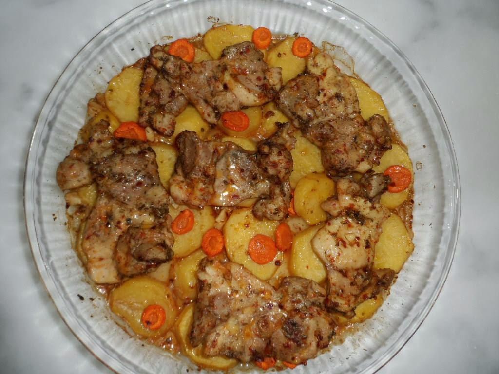 Fırında tavuklu patates yemeği