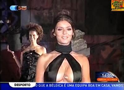 Andreia Rodrigues com decote arrojado