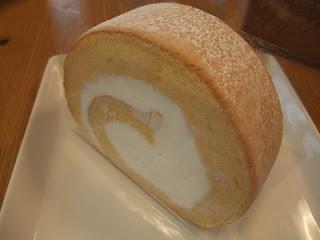 谷町の美味しいケーキ屋さん、MUKU (ムク)のしましまロールとプレーンロールケーキと焼き菓子セットをいただきました!(谷町六丁目)