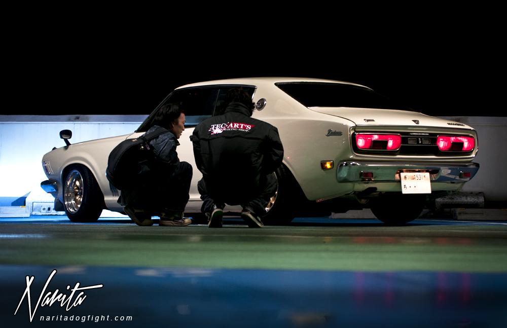 Nissan Bluebird 610, japoński sportowy samochód, motoryzacja, jdm, zdjęcia, fotki, photos, tuning, nocna fotografia, samochody nocą, po zmroku, auto, stary, klasyk, RWD
