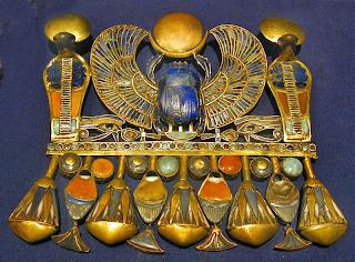 فنون الحلى والمجوهرات وأدوات الزينة