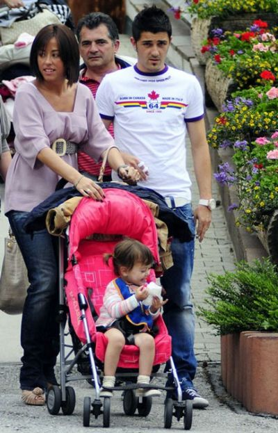 Football super star player david villa with wife and kids david villa with wife and kids pictures 2012 2013 voltagebd