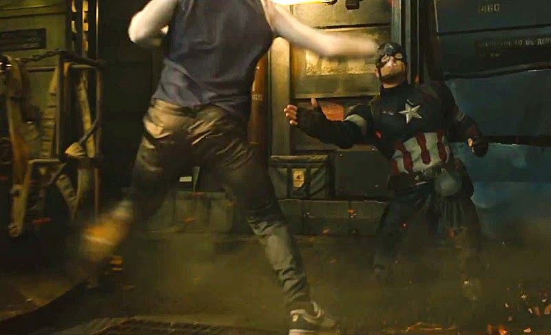 Quicksilver Memukul Captain America