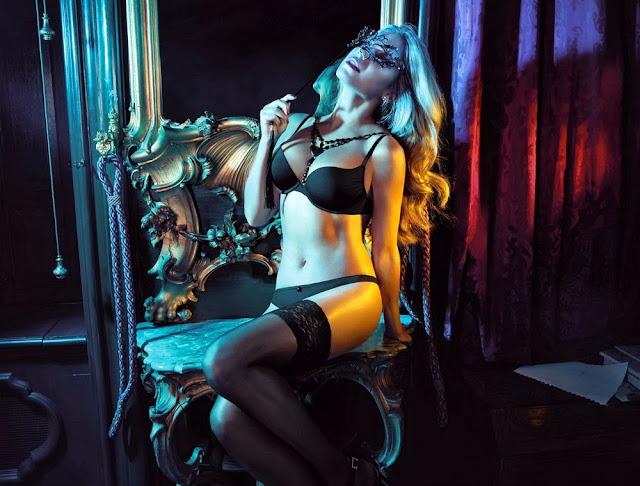 Sylvie van der Vaart Lingerie Photoshoot For Hunkemoller Lingerie Mirror 2013