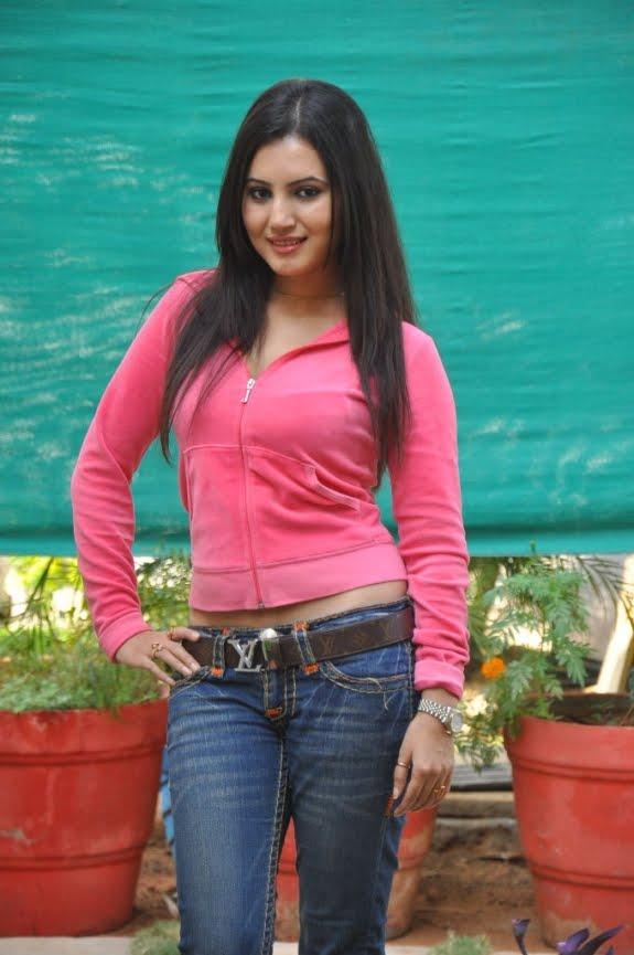Actress Anu Smruthi Latest Photo Shoot
