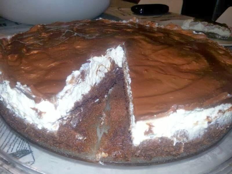 עוגת שוקולד בטעם קפה עם קצפת