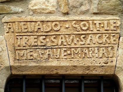 Llinda amb inscripció de Can Xarina