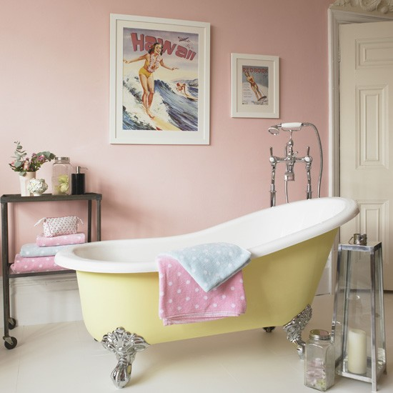 decoracao banheiro retro : decoracao banheiro retro:Pink and Yellow Bathroom